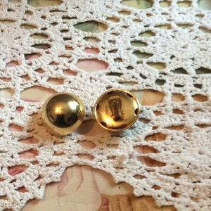 Jewelry - Gold round clip on earrings